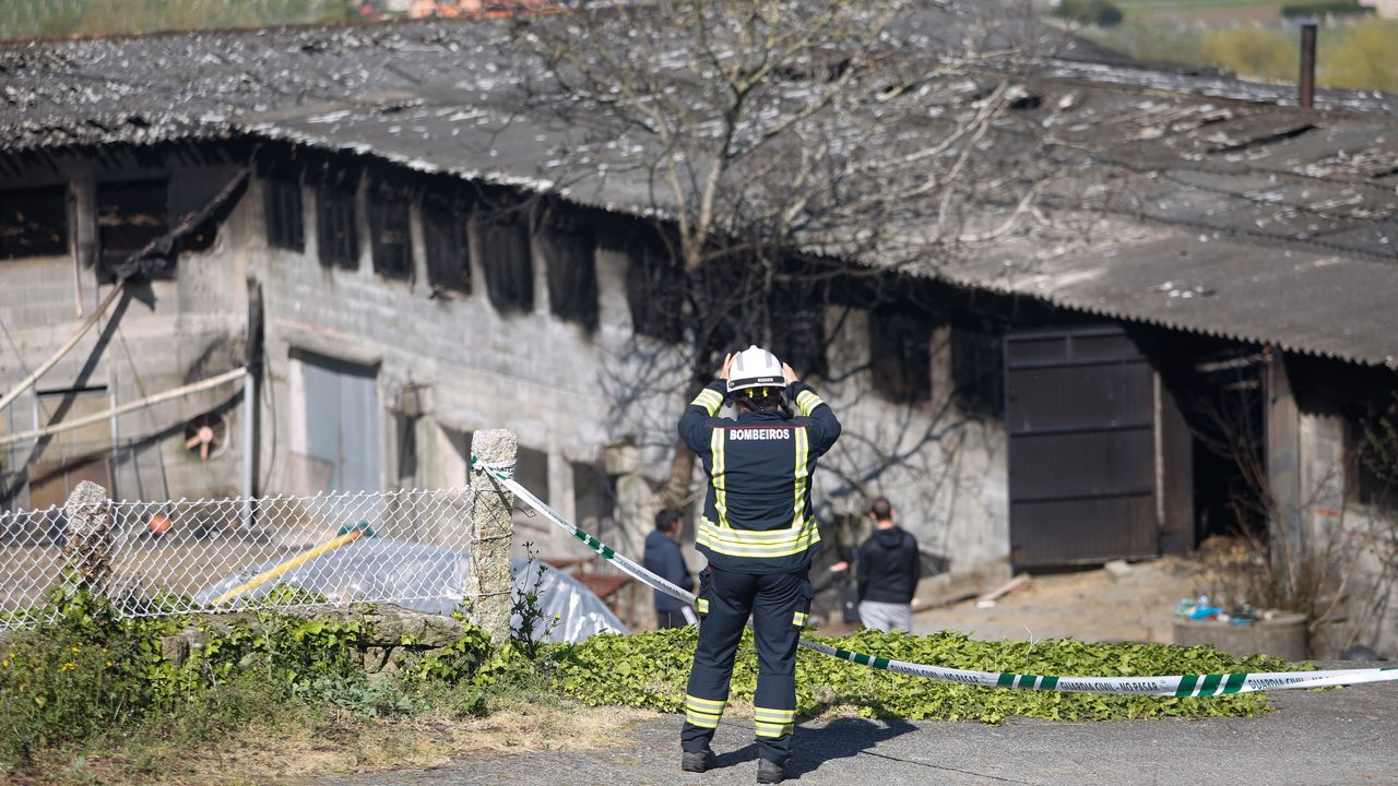 Incendio en la parroquia de San Vicente de Vilamartín de Valdeorras.