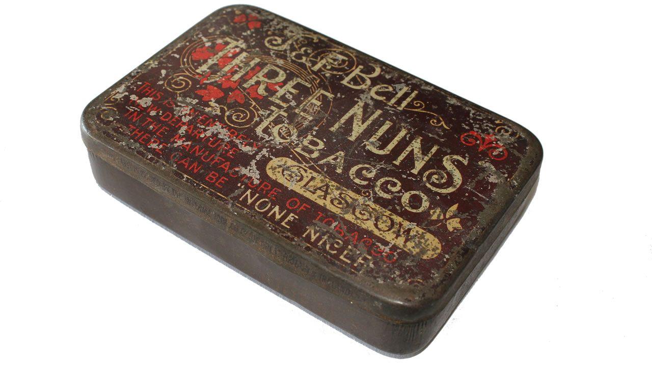Caja antigua para guardar el tabaco
