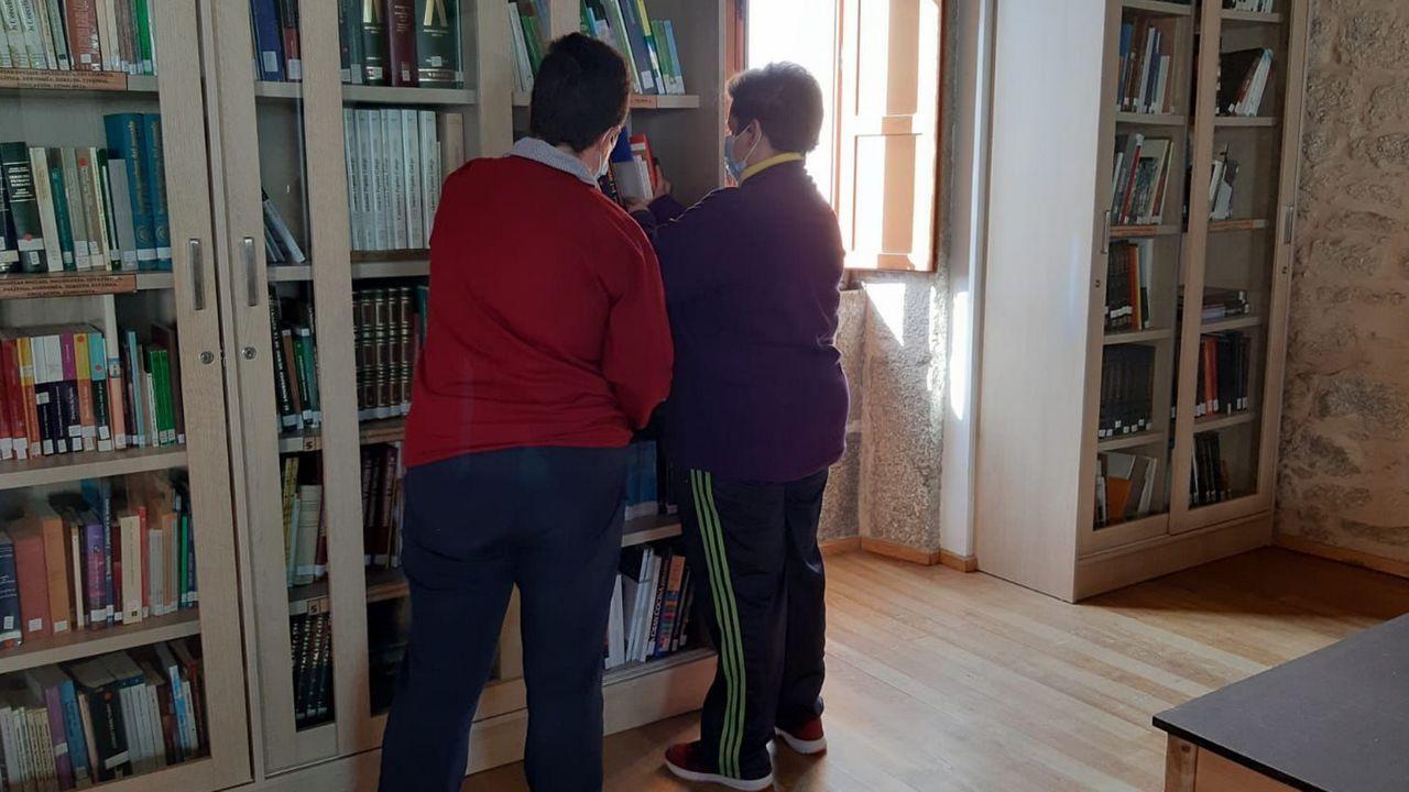Usuarios de Alume, durante su estancia en la biblioteca