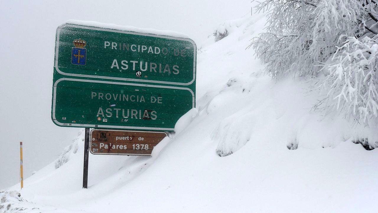 Kilómetros contra el cierre de Alcoa.Nieve en Pajares