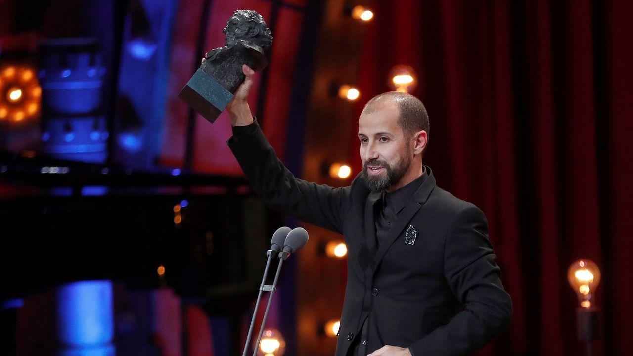 El director de fotografía Javier Aguirre recibe el premio a La Mejor dirección de fotografía por Handia.