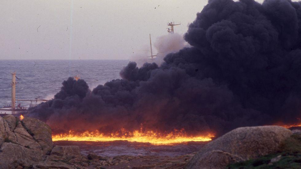 Al menos 43 muertos al naufragar dos barcas con refugiados frente a Grecia.El incendio del petrolero y la columna de humo que generó obligaron a desalojar el barrio de Adormideras.