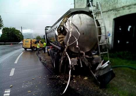Uno de los camiones resultó dañado en la parte trasera, en Arnois