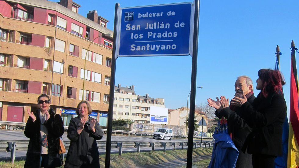 El alcalde, Wenceslao López, inaugura junto con Ana Taboada y Cristina Pontón la placa del bulevar de Oviedo.El alcalde, Wenceslao López, inaugura junto con Ana Taboada y Cristina Pontón la placa del bulevar de Oviedo