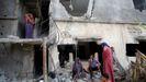 Palestinos regresan a su casa bombardea en Beit Hanoun, en la Franja de Gaza