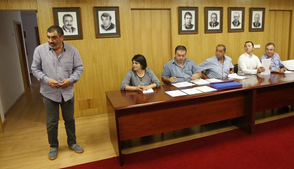 Negreira (izquierda) afirmó que el voto de la oposición «case roza o delictivo».