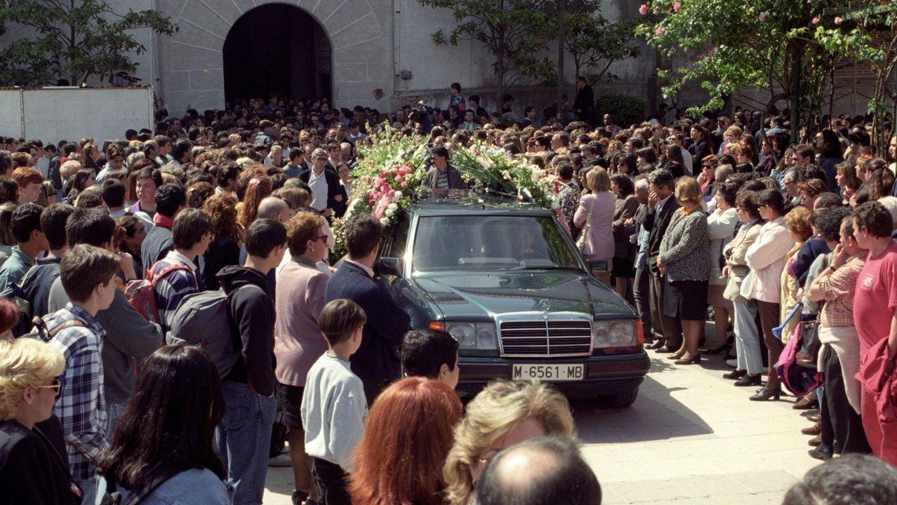 Al entierro de Eva, el 22 de abril, dos días después de ser hallado su cadáver, acudieron numerosas personas