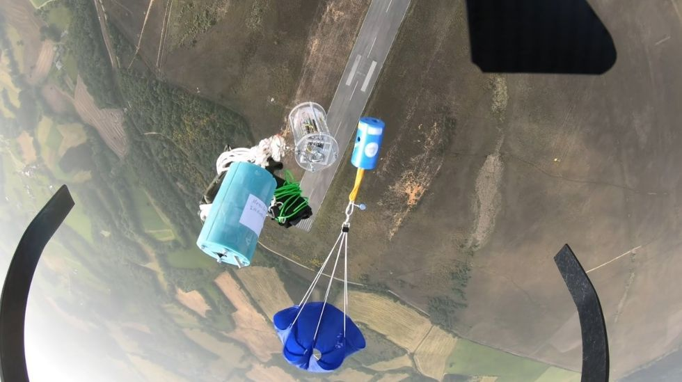 Nervios, mascarilla y distancia en la selectividad gallega.Lanzamiento de los satélites desde un dron en el aeródromo de Rozas, en Lugo