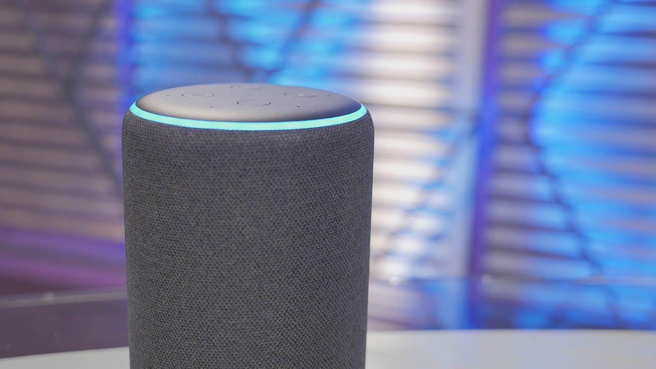 Aquí tienes a Alexa en acción ¿Quieres escucharla?.Centro de logística de la Amazon en Dortmund, Alemania