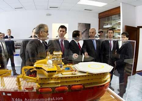 Google homenajea a Octavio Paz.Directivos de Pemex y Barreras, en el acto de toma de control del astillero vigués.