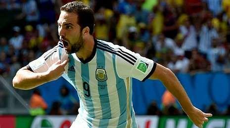 La vida de la «Saeta Rubia» en imágenes.Gonzalo Higuaín, en plena celebración de un gol que le convirtió en el nuevo héroe del Mundial para los argentinos.