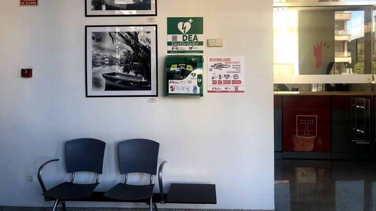 Un desfibrilador instalado en el Concello de Monforte