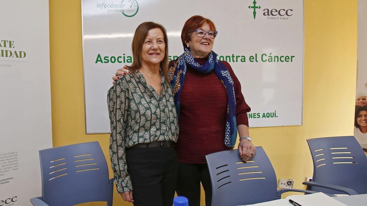 Carmen Abeledo, actual presidenta de la AECC, y Marisé Crespo, en enero del 2020 cuando se produjo el relevo en la junta provincia de Pontevedra