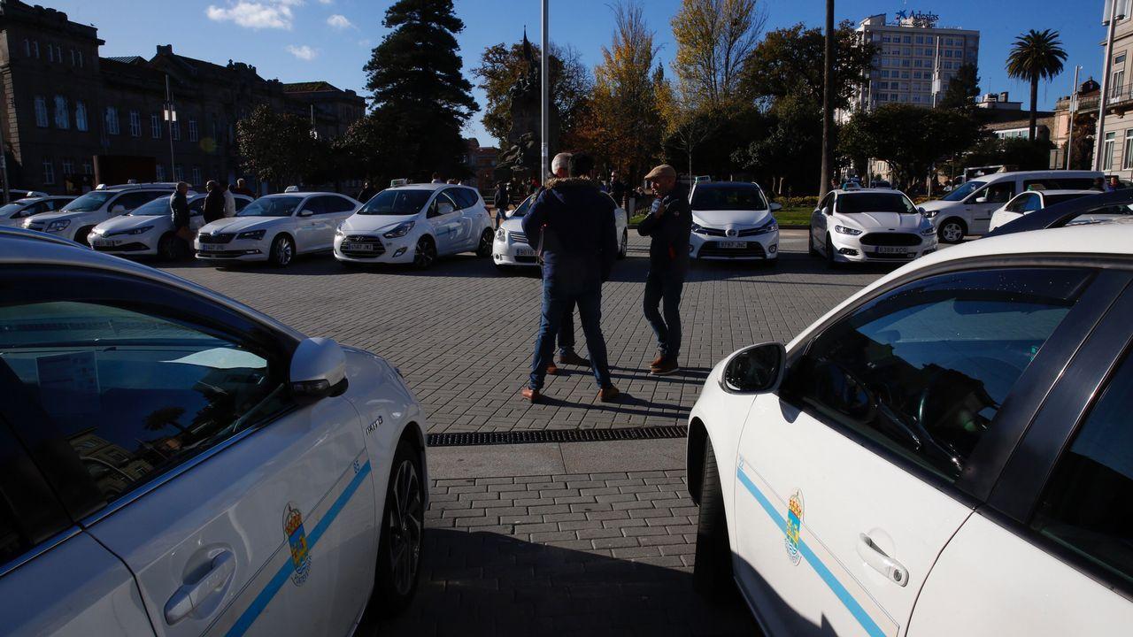 Concentración de protesta de taxistas en Pontevedra.