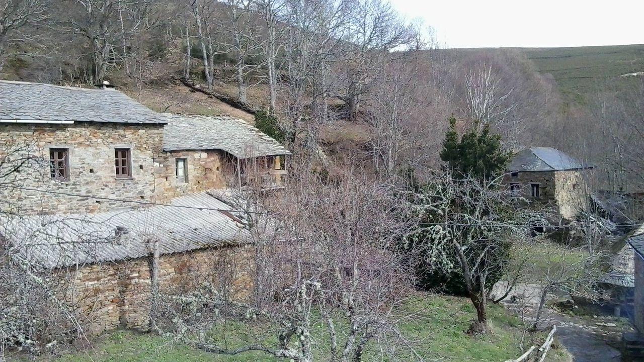 A devesa da Rula, Conxo.Imagen de Fuente de Oliva, donde hay cinco casas, y el monte del fondo ya es Galicia