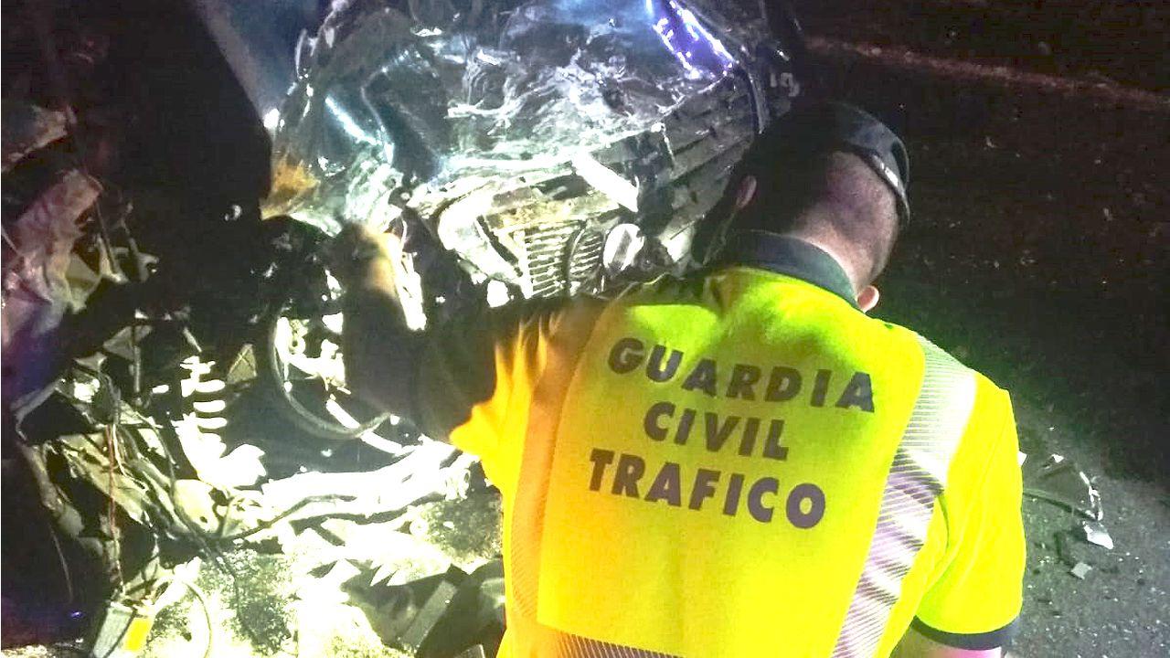 Imagen del Mercedes que conducía el kamikaze de Coirós que murió en el accidente
