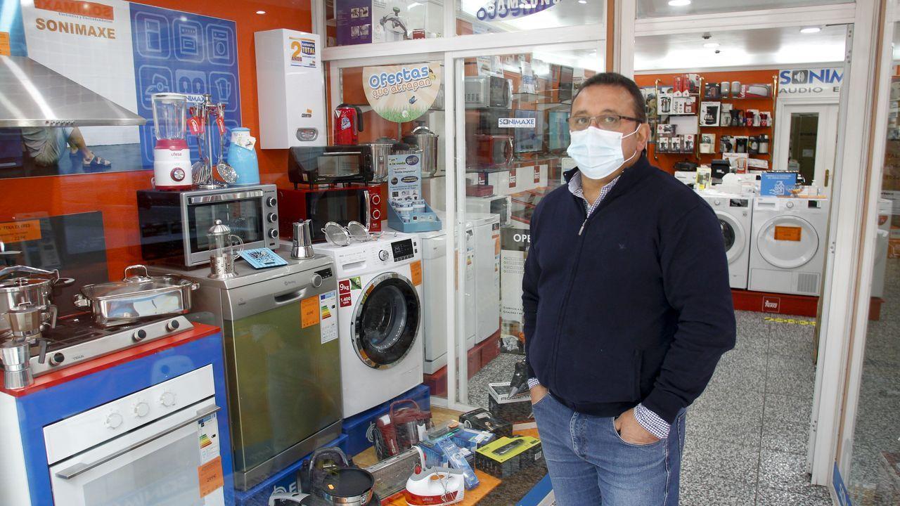 Manel Otero se siente afortunado porque su negocio no se ha resentido por el coronavirus y las ventas se mantienen