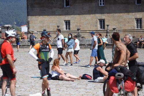 Cumplimiento desigual entre los peregrinos del uso obligatorio de la mascarilla.Calderón nun campus de baloncesto impartido en Ribadeo, nunha imaxe de arquivo