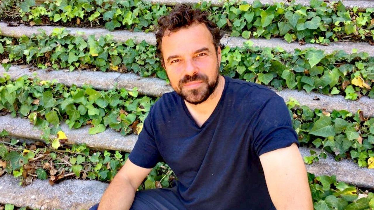 Un arquitecto coruñés, presentador en La 2.Álvaro Mena, internista del Chuac