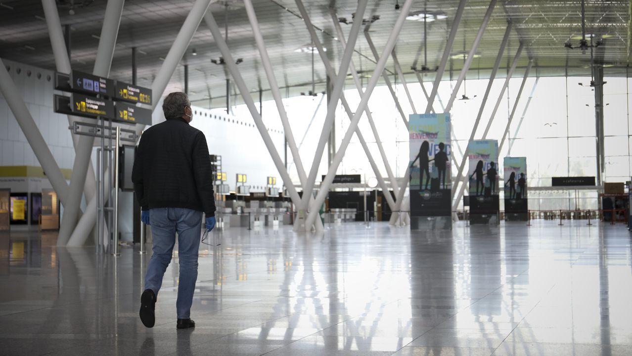 Terminal de salidas del aeropuerto de Lavacolla.