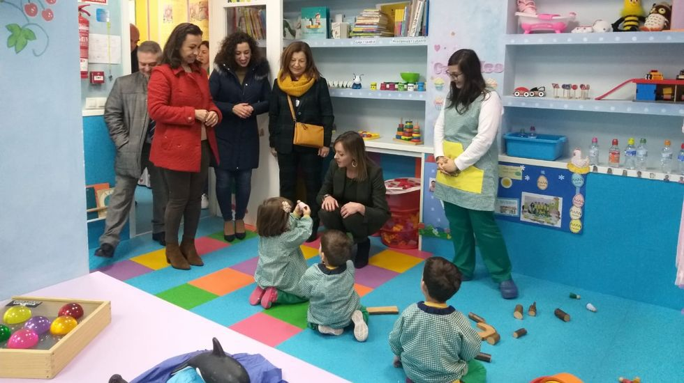 La conselleira Fabiola Garcia durante su visita a un centro de Adaceco