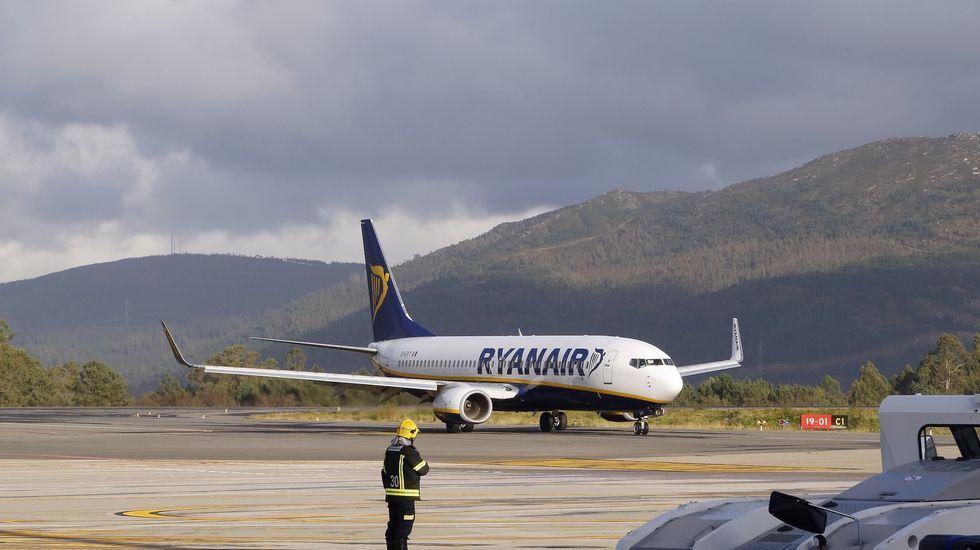 Las polémicas imágenes de la manifestación en Málaga.Avión de Ryanair en Peinador