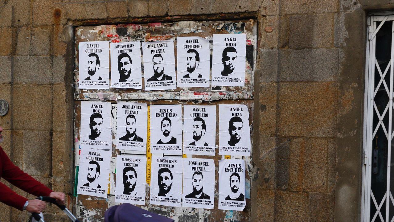 Carteles de La Manada en Pontevedra