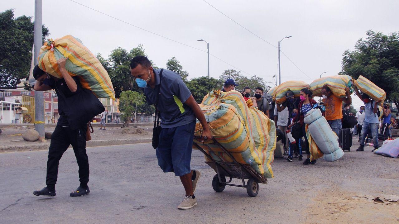 Primer día laborable en la nueva estación.En una imagen de archivo cientos de venezolanos regresan a su país desde Colombia después de que la pandemia les dejara sin trabajo