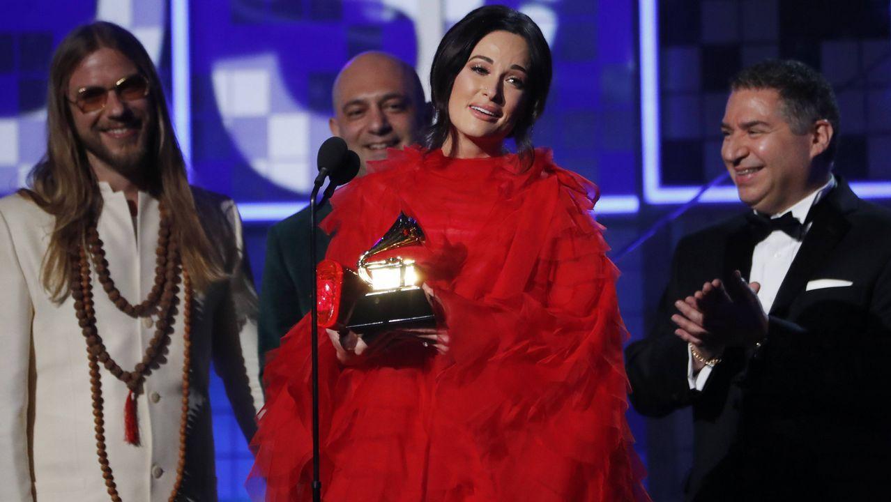 Kacey Musgraves recogiendo el premio al disco del año