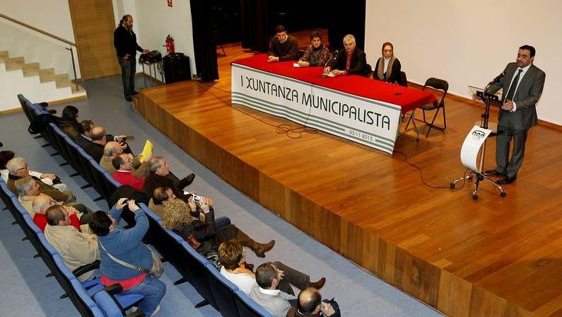 El primer encuentro tuvo lugar ayer en Ponteareas.