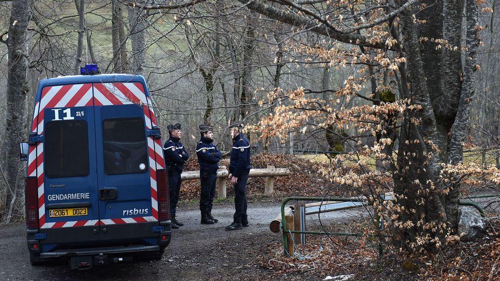 Los gendarmes bloquean el acceso al área en la que se estrelló el Airbus A320 de Germanwings