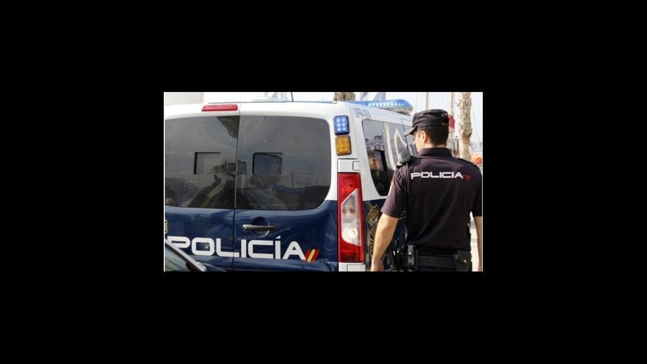 En directo: comparecencia de Salvador Illa y Carolina Darias.Vista de un local de hostelería cerrado en el barrio de la Corredoria de Oviedo