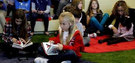 Los pequeños lectores fueron ayer los protagonistas de la inauguración del centro.
