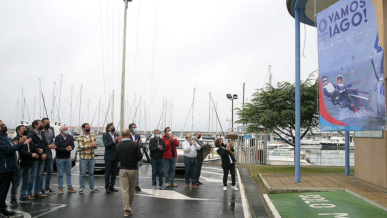 Protesta de los hosteleros de Pobra por el cierre del municipio.En el Club Náutico de Portosín se desplegó una pancarta de apoyo a Iago López