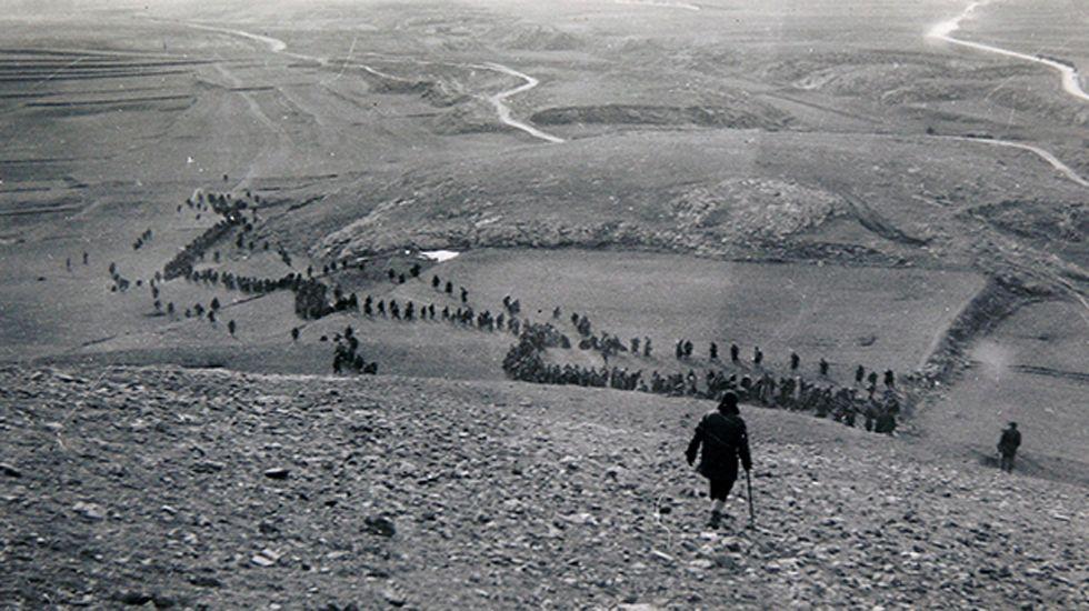 Prisioneros conducidos al campo de concentración. Frente de Alfambra, Aragón, 1938