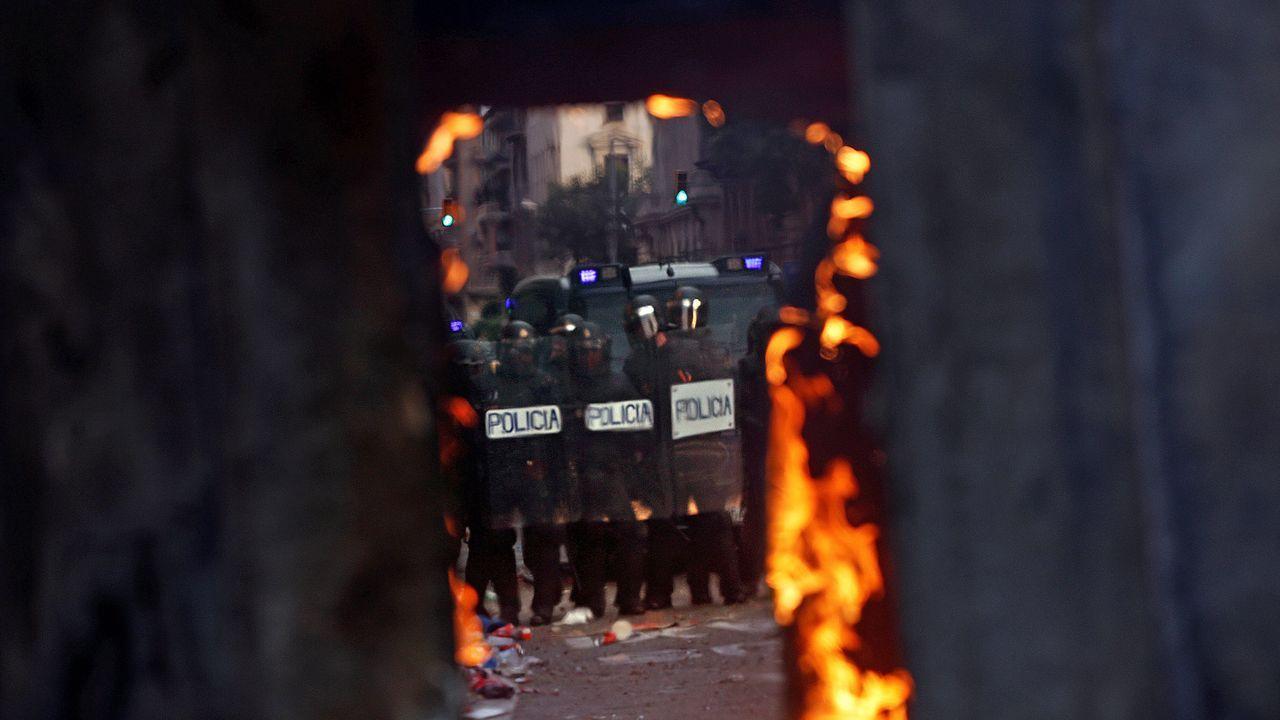 Agentes antidisturbios en Via Laietana
