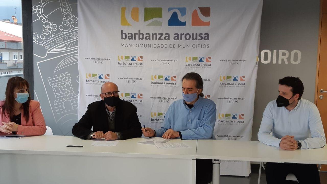 ¡Mira aquí as imaxes do acto de Barbantia celebrado en Noia!.Álex Carou e Irene Gómez tenían previsto casarse en el mes de septiembre y retrasaron el enlace un año