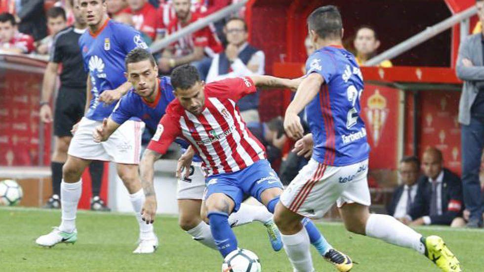 Derbi asturiano.Toché y Linares celebran el 1-1