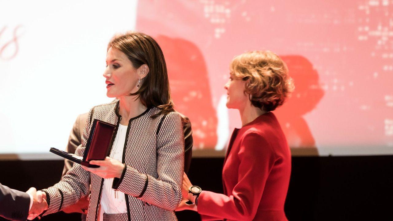 La reina Letizia y Pablo Iglesias asisten en A Coruña a la proclamación del premio Social de la Fundación Princesa de Girona.Alonso y Carlos Sainz (padre)