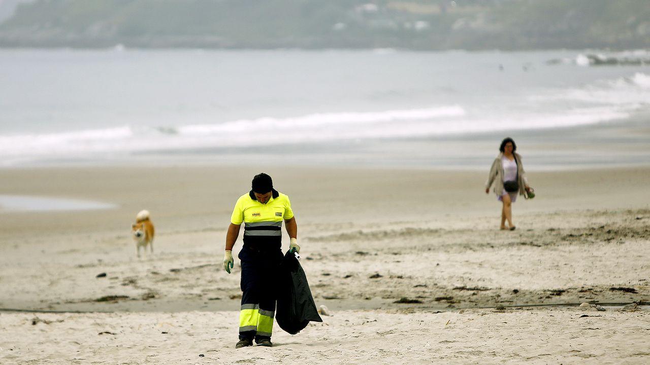 El débil anticiclón de las Azoresmantiene a Galiciasin sol.La playa de Patos, en Nigran, en la mañana de San Xoán