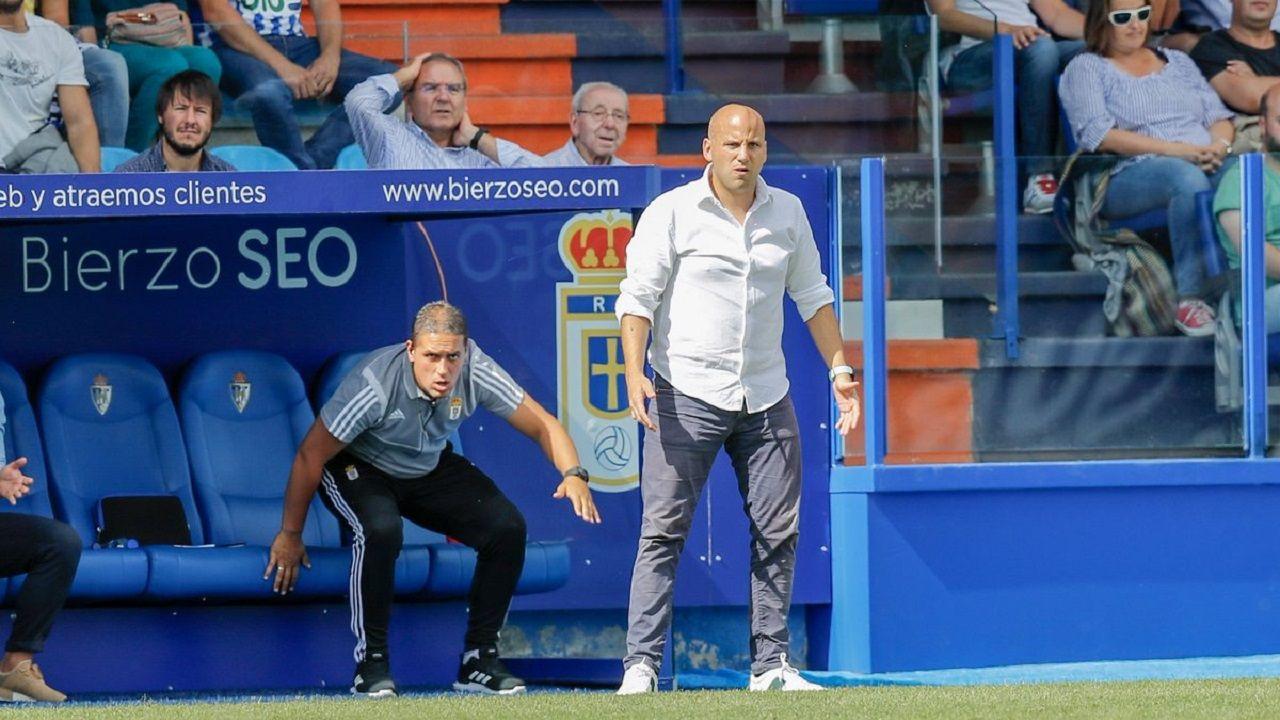 Javi Rozada, con Benavides detrás, en el Ponferradina-Real Oviedo