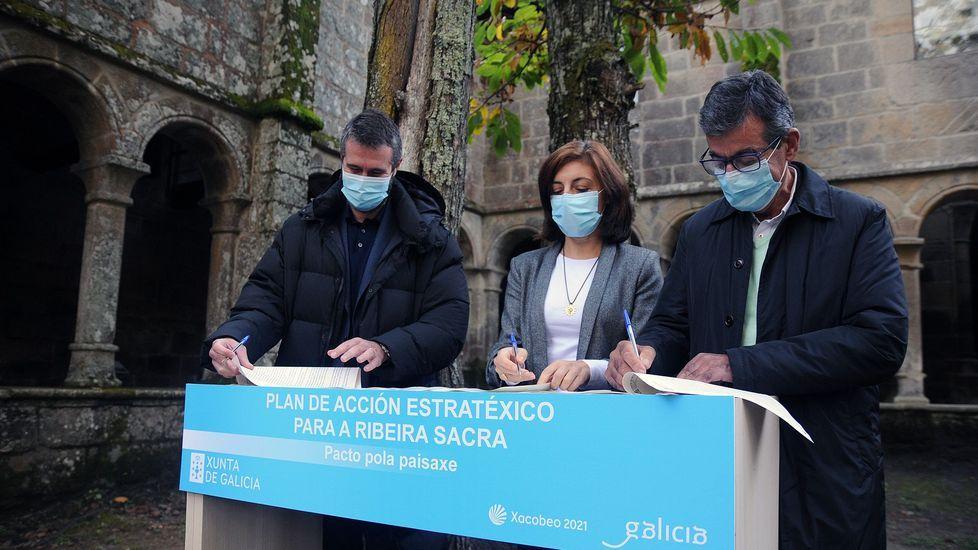 ¿Cómo podrá salir reforzado de la pandemia el sector del vino en Galicia?.Firma del convenio en el monasterio ourensano de Santa Cristina. en Parada de Sil