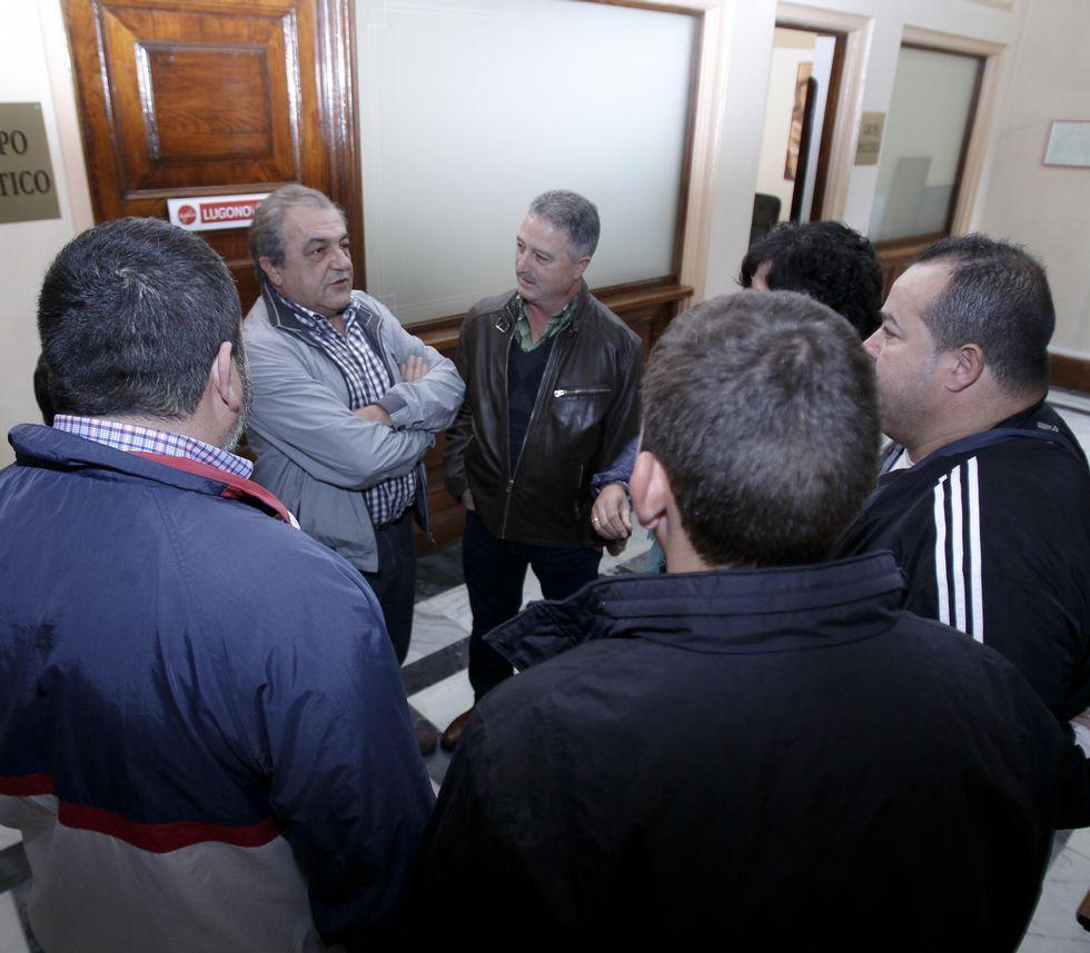 Trabajadores de la ORA expusieron su preocupación a los portavoces.
