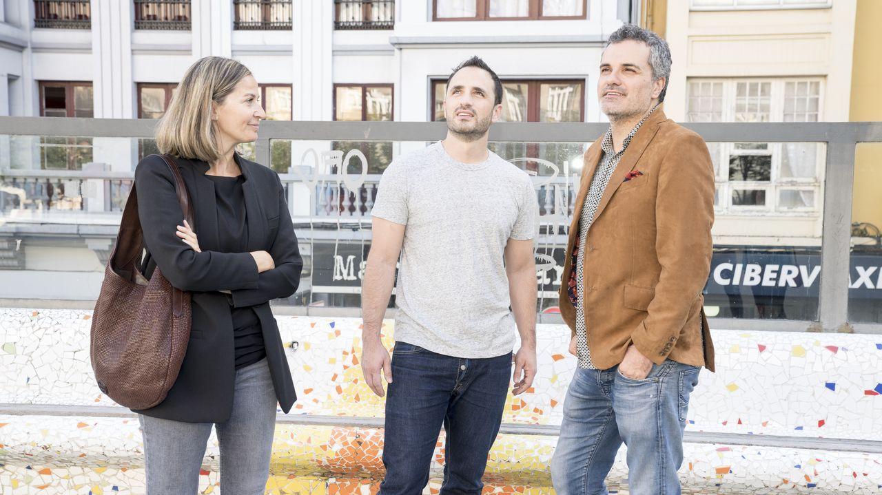 Los bienes de los concejales de la corporación.Emma Lustres, Diego Ávalos y Carlos Montero preparan en A Coruña el rodaje de la serie