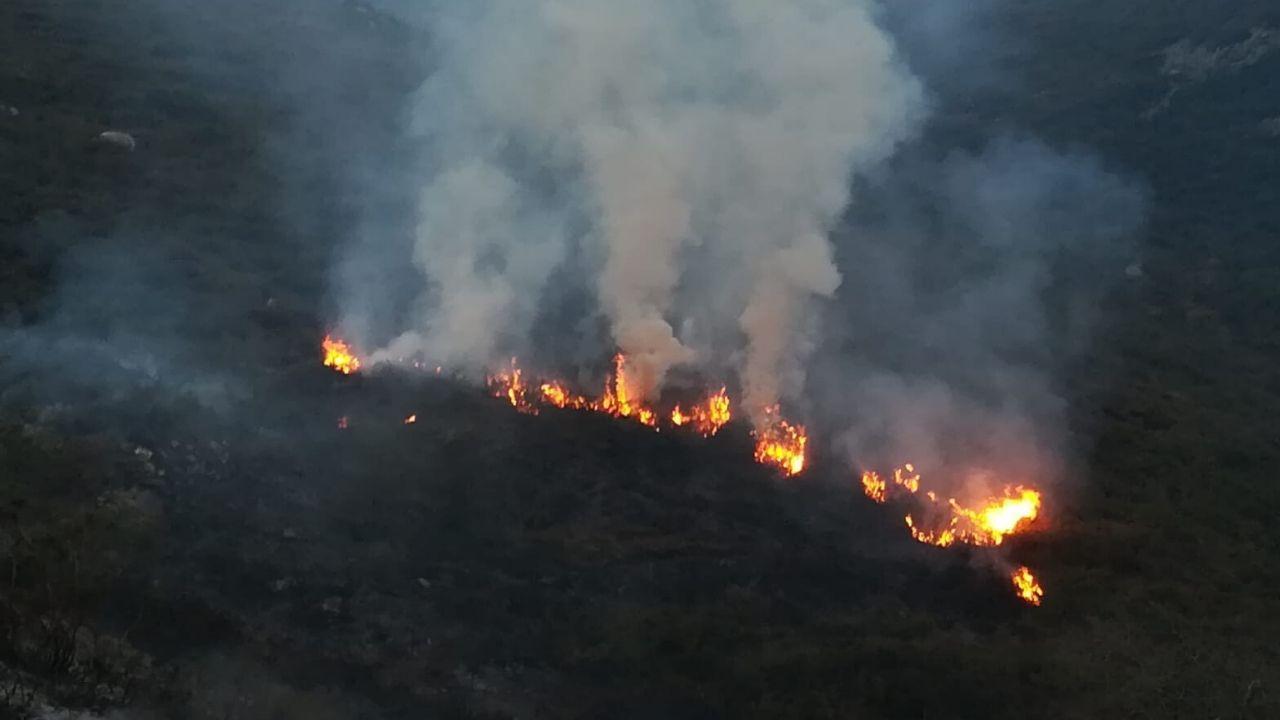 Vista de la contaminación en Oviedo.El fuego iniciado por el hombre denunciado por los agentes del Medio Natural