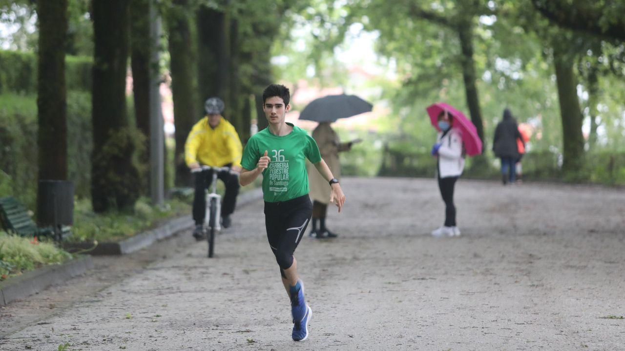 Gente haciendo deporte esta mañana en la Alameda de Santiago