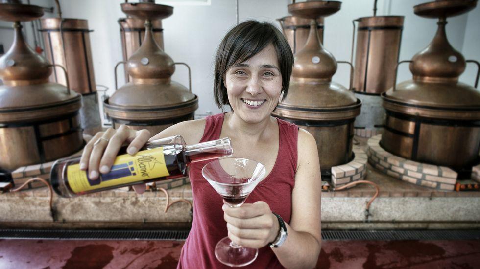 Genoveva Canal cumplió ayer 102 anos..Ana Belén Mellado es profesora de gallego y ,además, tiene una empresa de licores en Ourense.