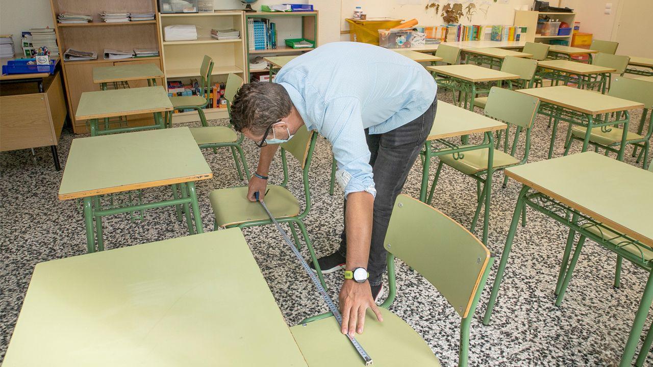 Supervisión en los colegios antes del inicio de curso.Preparativos para la apertura del curso en el colegio de Castro, en Noia