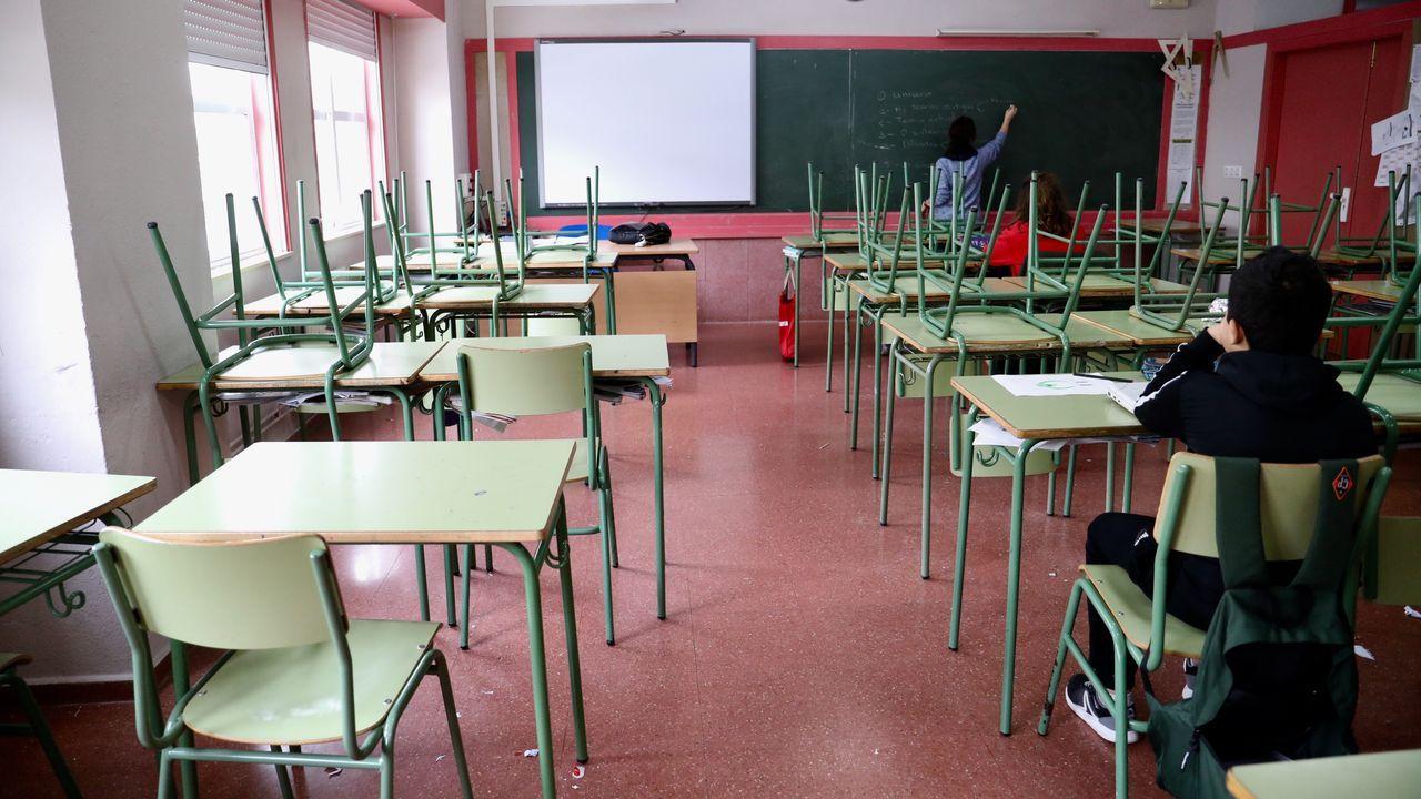 Un único alumno en una de las aulas del IES Antón Fraguas de Fontiñas, en Santiago