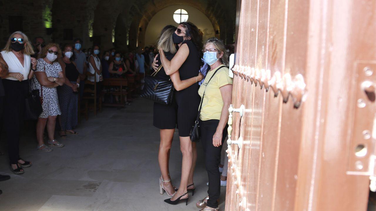Paz Padilla abrazada a su hija Anna